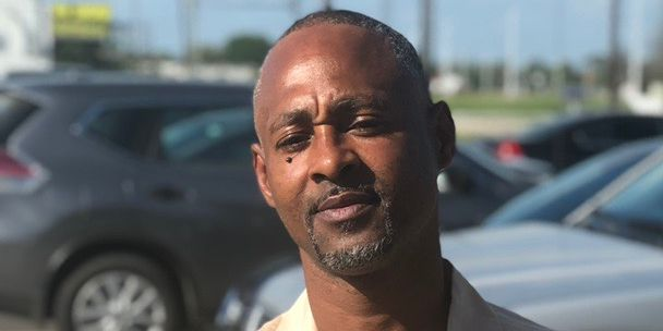 'Put down the guns': Father of 3 gunned down on Hanks Drive