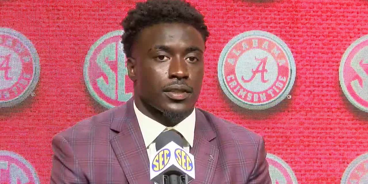 Alabama linebacker Dylan Moses out indefinitely after suffering knee injury