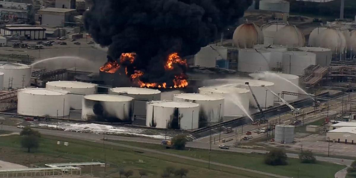 La. fire company praised for extinguishing Texas plant fire