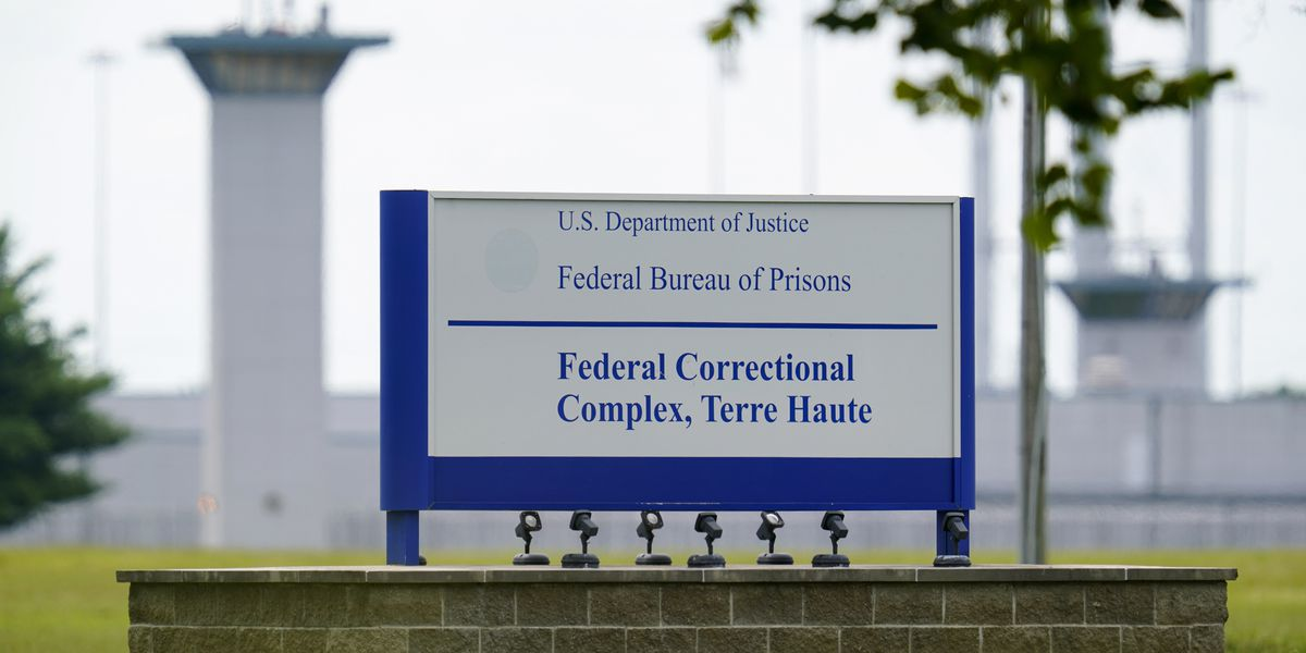 Federal prisons to prioritize staff to receive virus vaccine