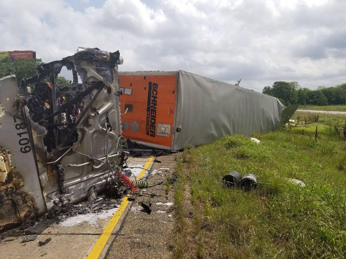 Truck driver killed after crash on I-10 in Breaux Bridge