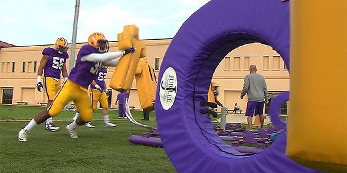 LSU scrimmages as Tigers practice final time before spring break