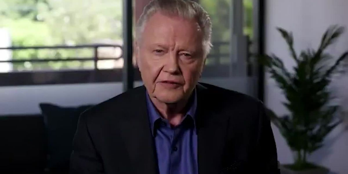 Voight urges Republicans to stand with Trump, compares him to Lincoln