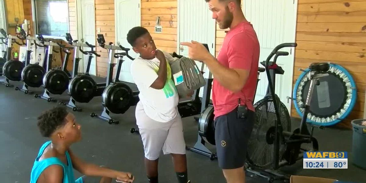 SHOWCASING LOUISIANA: Hammond gym owner invites young boys lingering in parking lot to participate in workouts