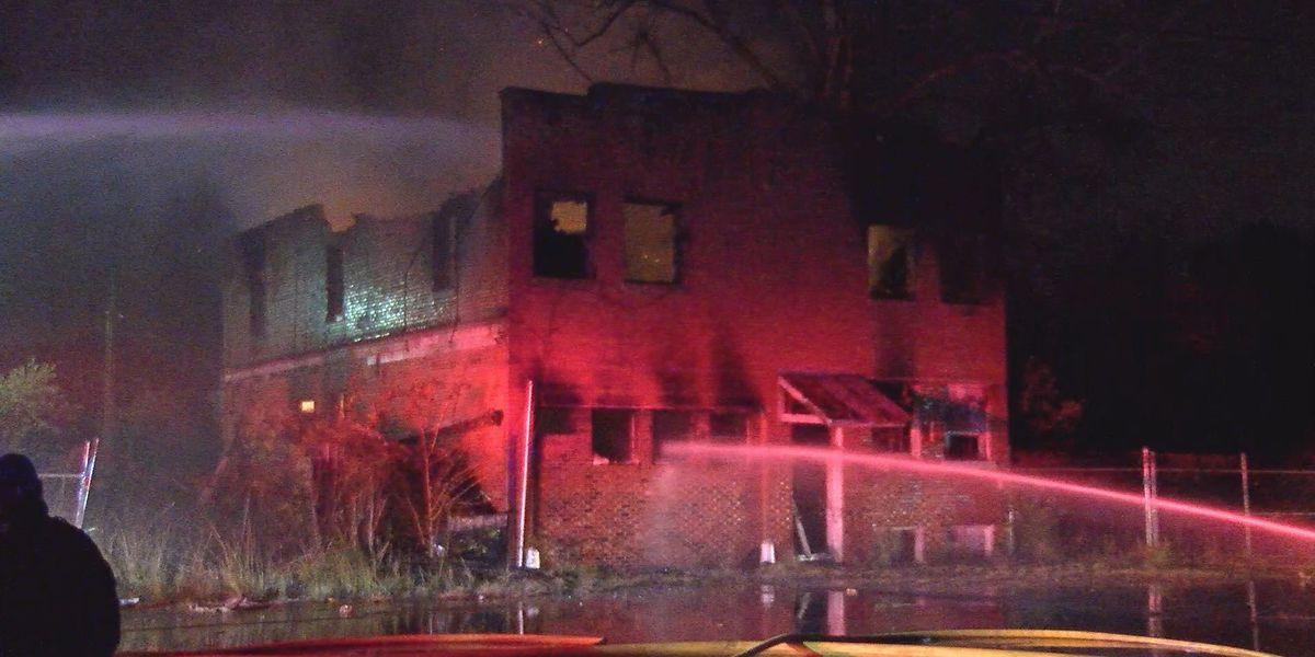 Donaldsonville blaze destroys abandoned building