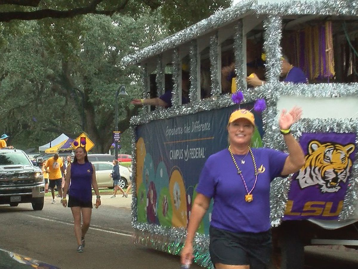 LSU homecoming parade floats through campus