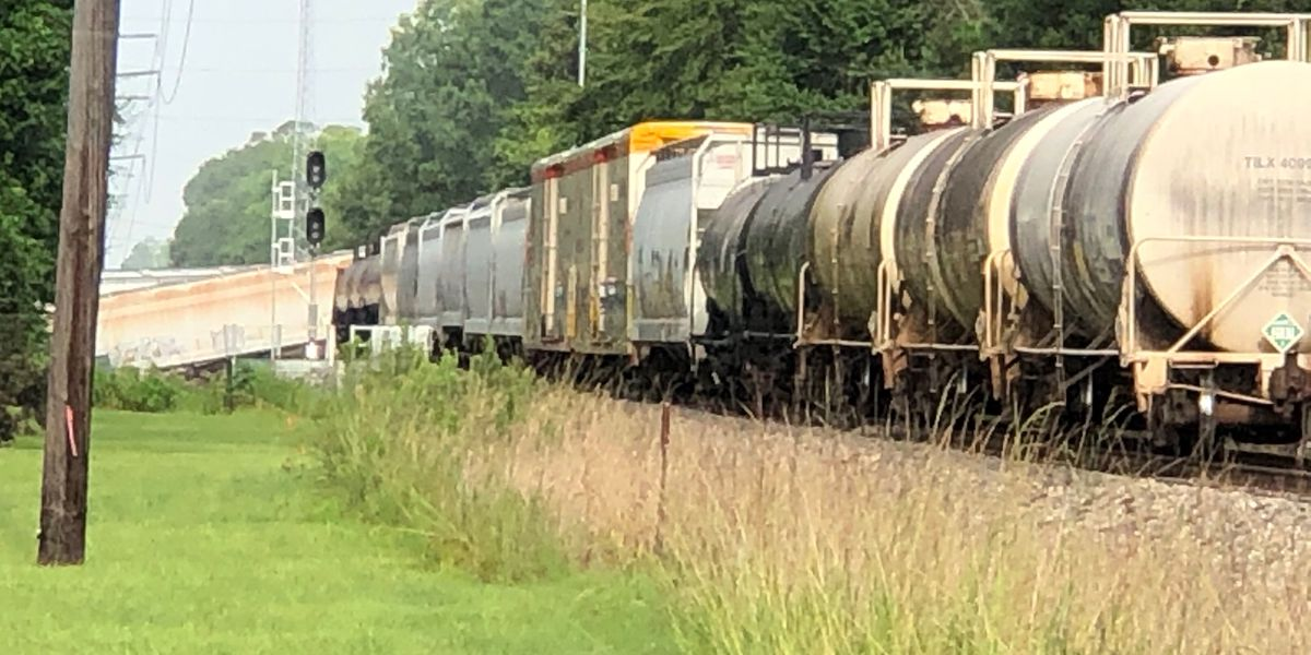 Vented CO2 from derailed train car not a hazard, officials say