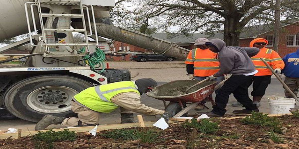Baton Rouge Green finishes up Acadian Thruway with beautification project