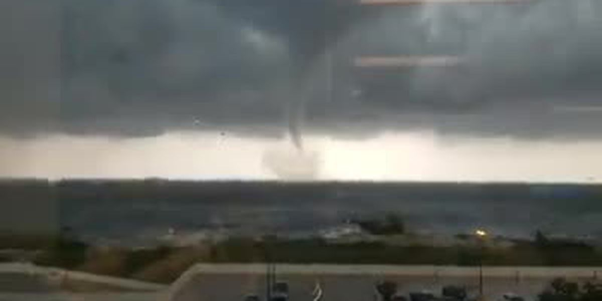 Waterspout spotted on Lake Pontchartrain near New Orleans Lakefront