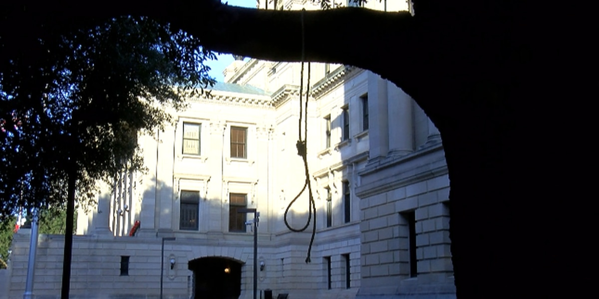 Seven nooses, signs found at Mississippi State Capitol