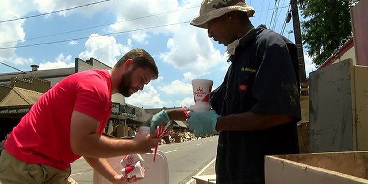 Group helps recovery workers beat the heat in Denham Springs