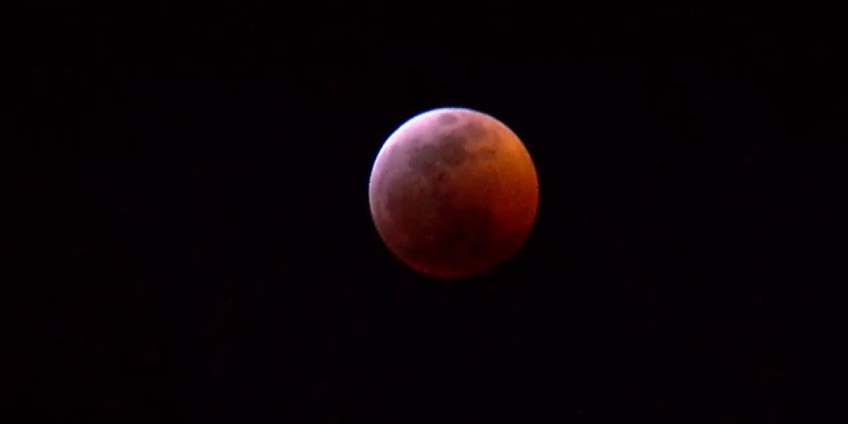 TIME LAPSE: Super Blood Wolf Moon Total Eclipse
