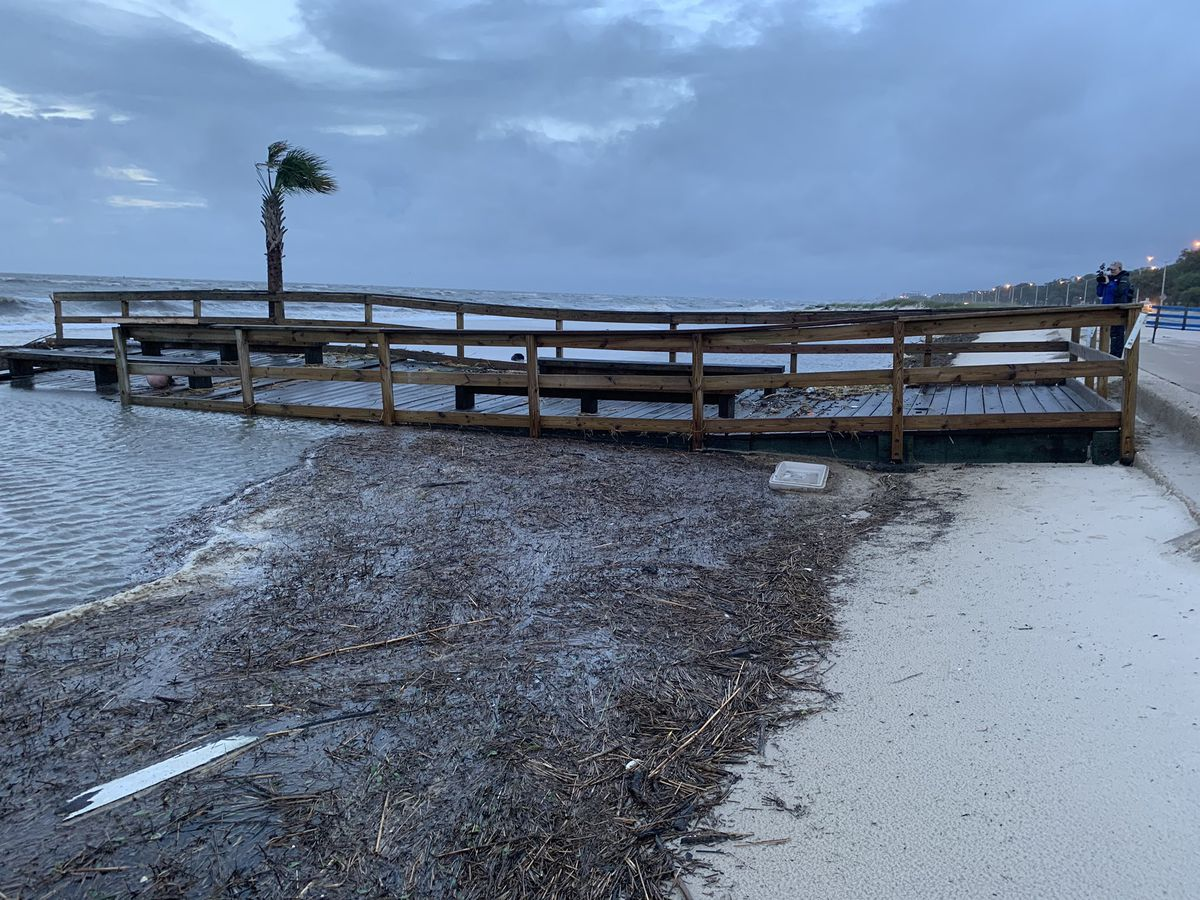 Video Cristobal Washes Biloxi Lighthouse Pier Away