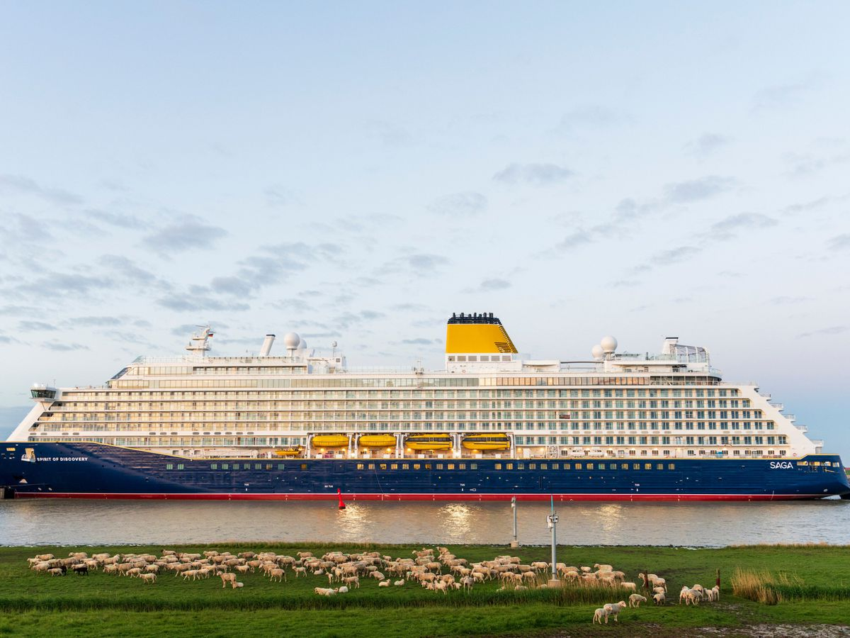 Cruise line requires passengers to get COVID vaccine