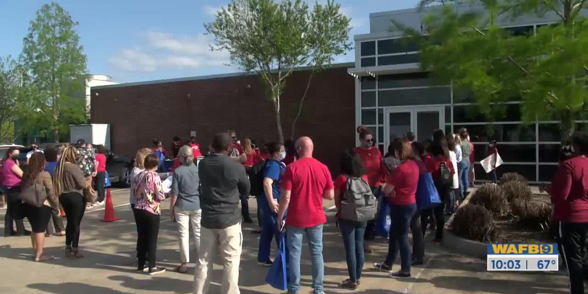 EBR teachers protest 'Smart Start Plan'