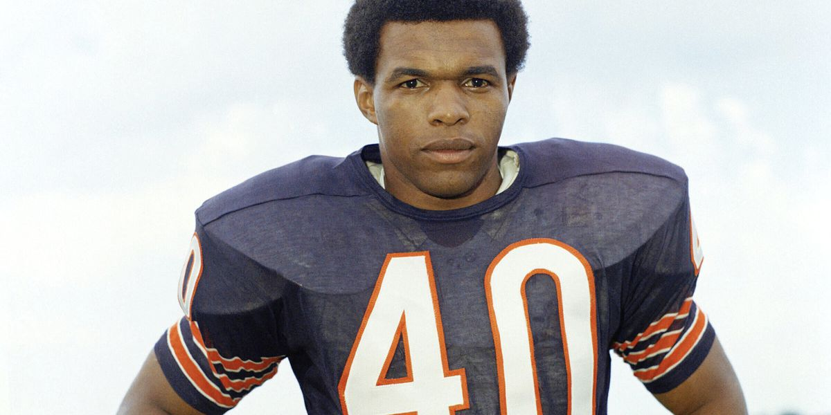 Gale Sayers, star National Football League player depicted in 'Brian's Song,' dead at 77