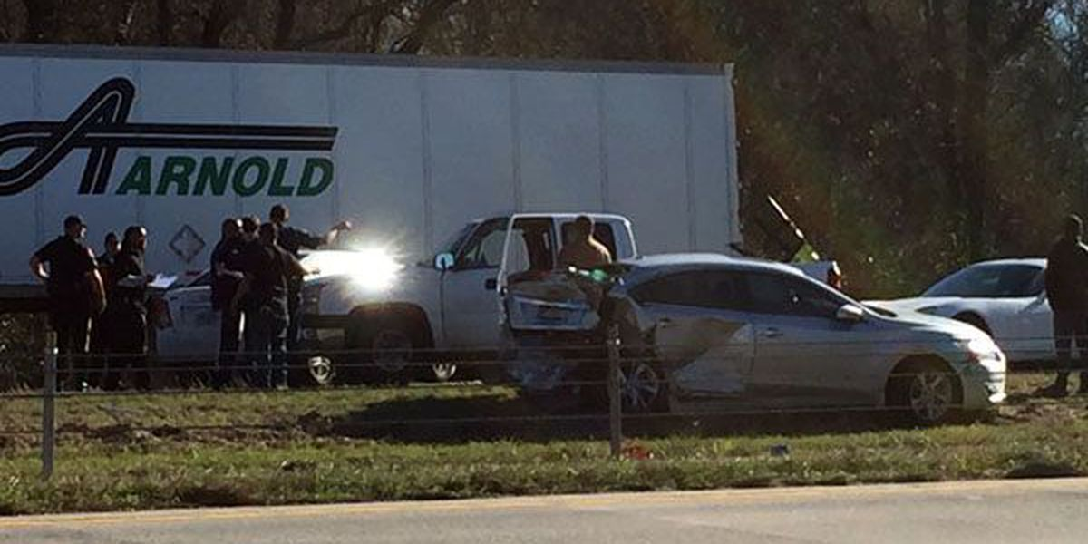 Two crashes involving 8 vehicles shut down portion of I-10 near Gonzales