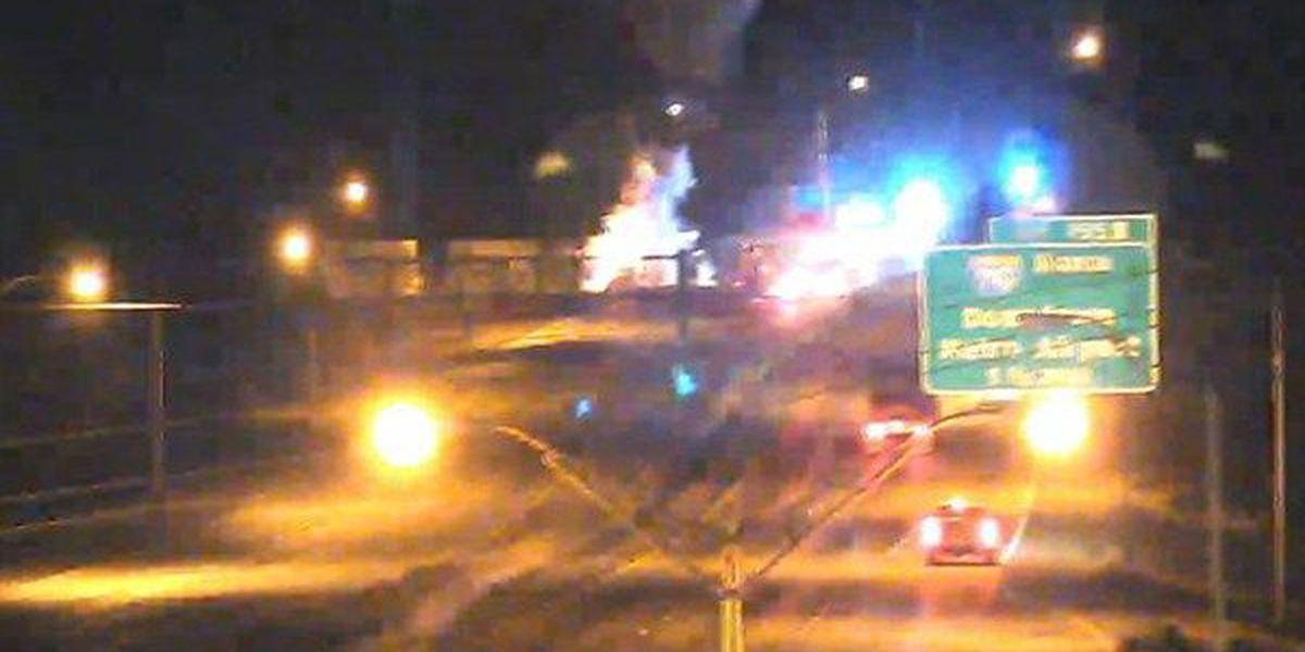 18-wheeler fire shuts down I-10 East in Baton Rouge