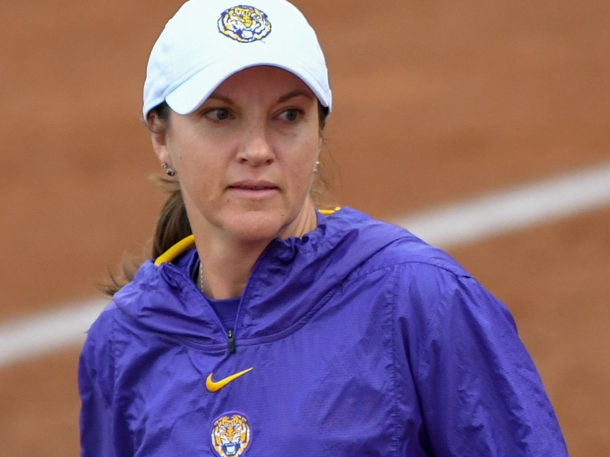 No. 9 LSU softball loses to No. 19 Arkansas in Game 1