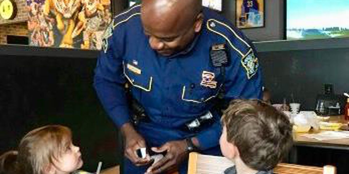 State trooper hands out stickers to kids at lunch