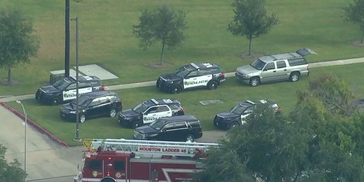 Police: 2 Houston officers shot before suspect's arrest