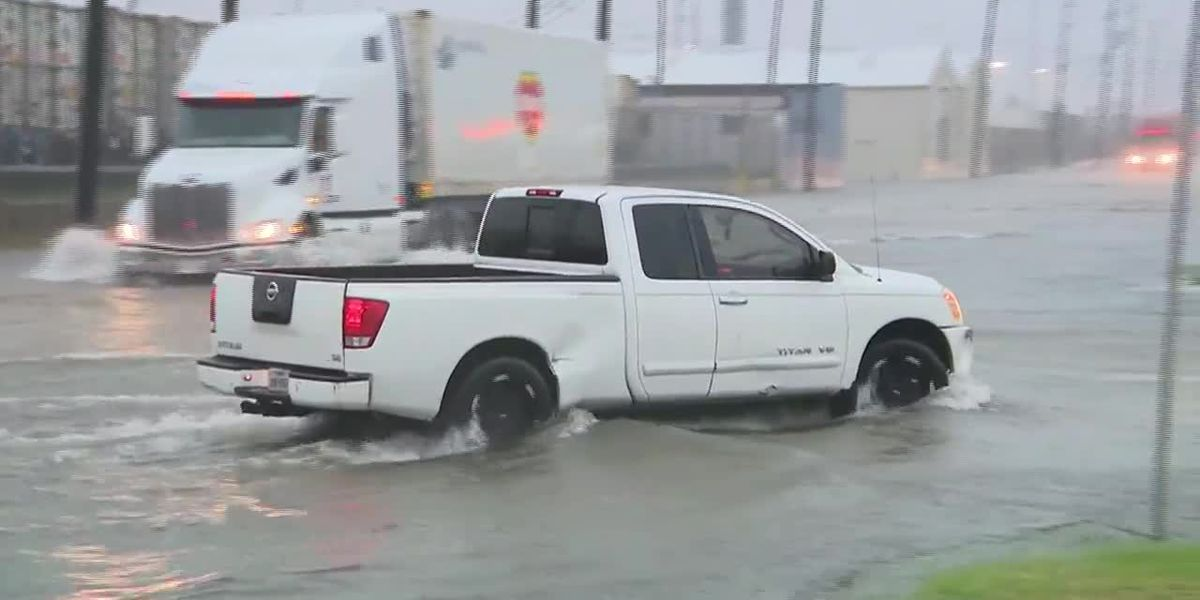 Imelda floods streets in Texas