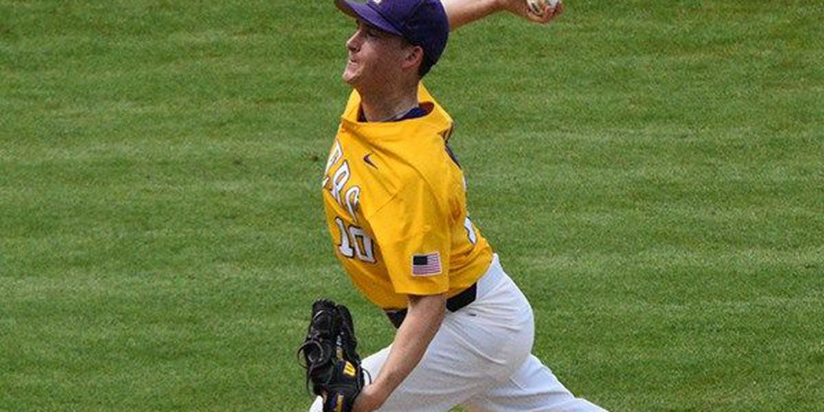 LSU gives up late HR to lose 4-3 to Texas A&M in rubber match