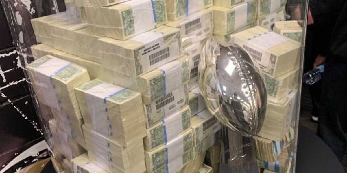 Picture revealed of Lombardi Trophy and cash used in Payton's pep talk