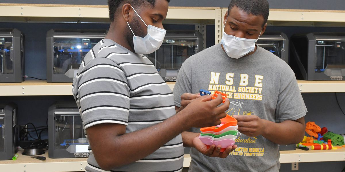 Southern University engineering staff and students producing 3D masks