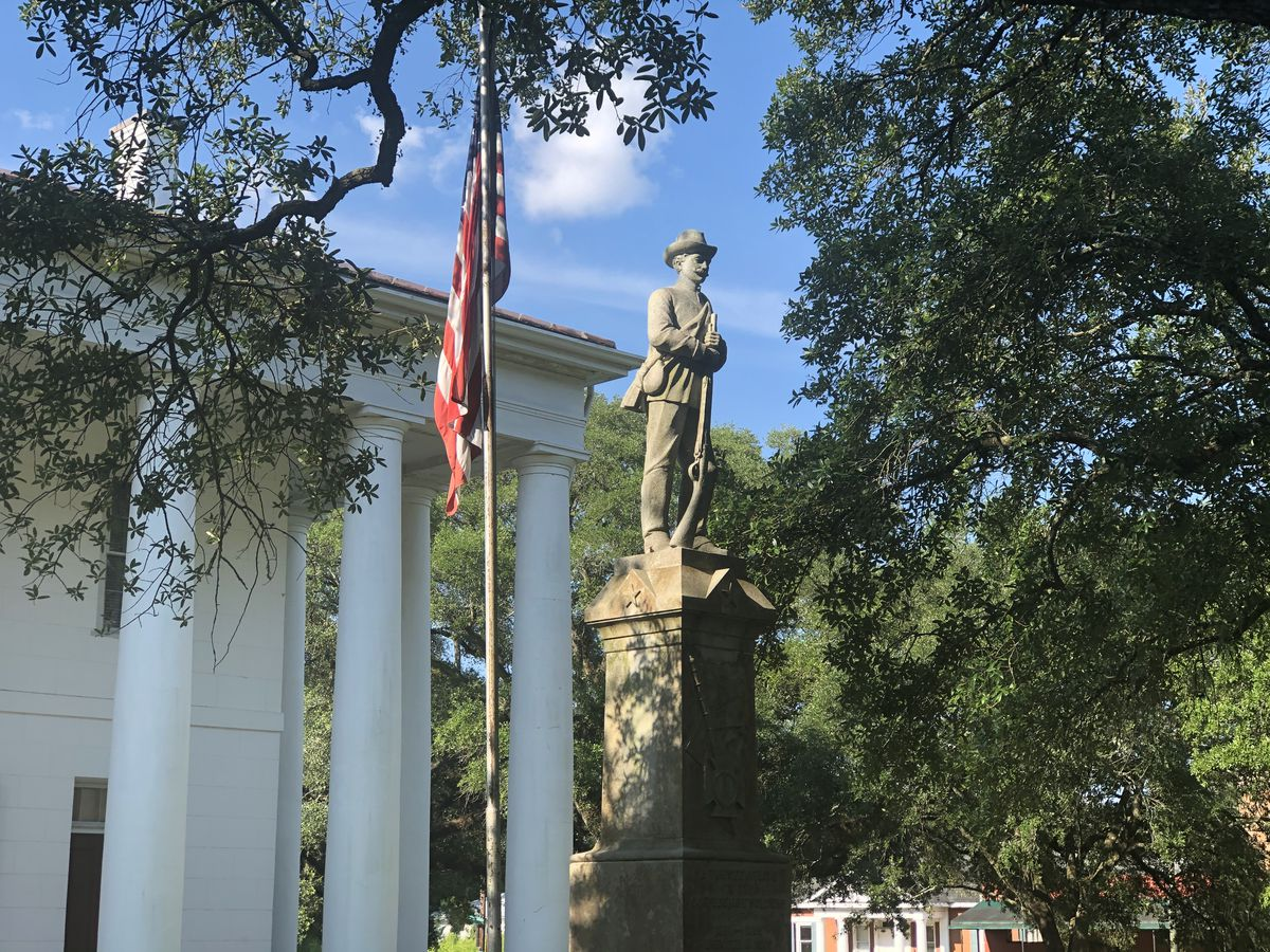 E Feliciana Parish officials vote to keep Confederate statue outside courthouse