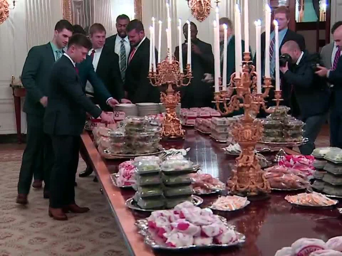 Michael Strahan offers dinner to Clemson football team after White House fast food feast