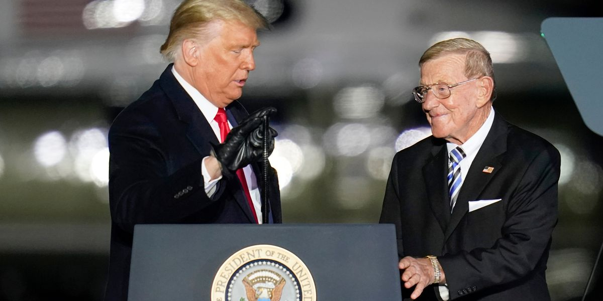 Ex-coach Lou Holtz to receive Presidential Medal of Freedom
