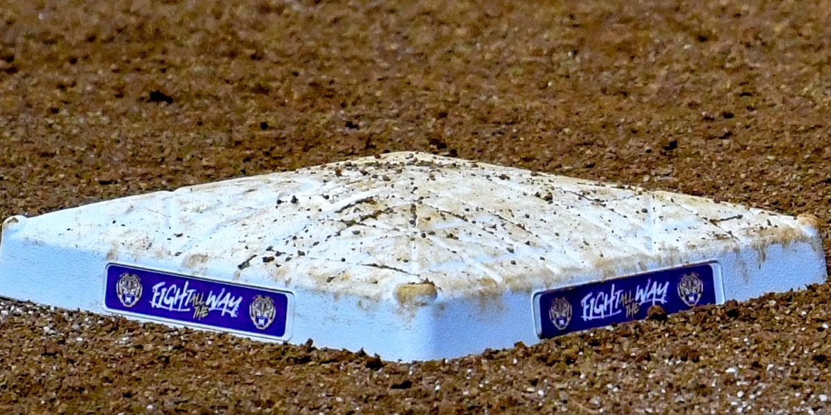 LSU softball moves up in National Polls