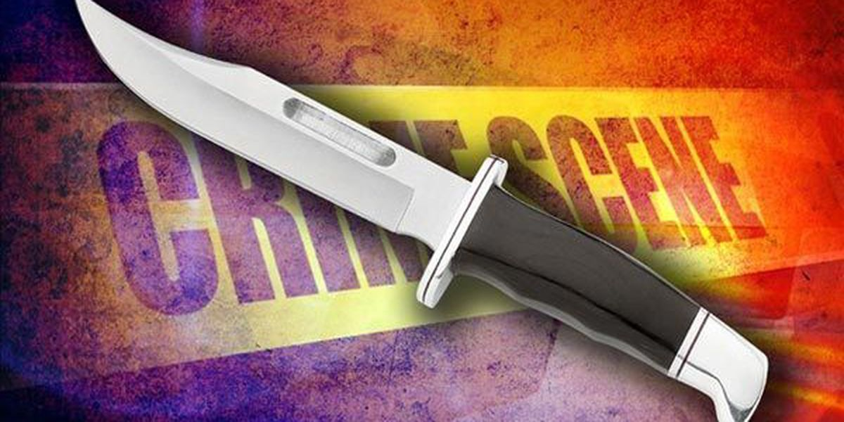 Police searching for 3 after man was stabbed, robbed