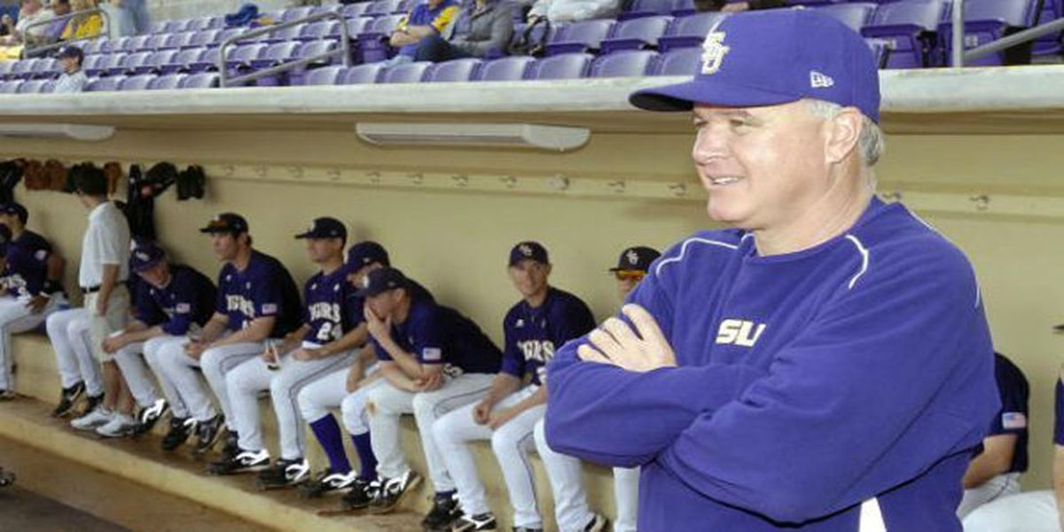LSU head baseball coach Paul Mainieri honored with Rod Dedeaux Award