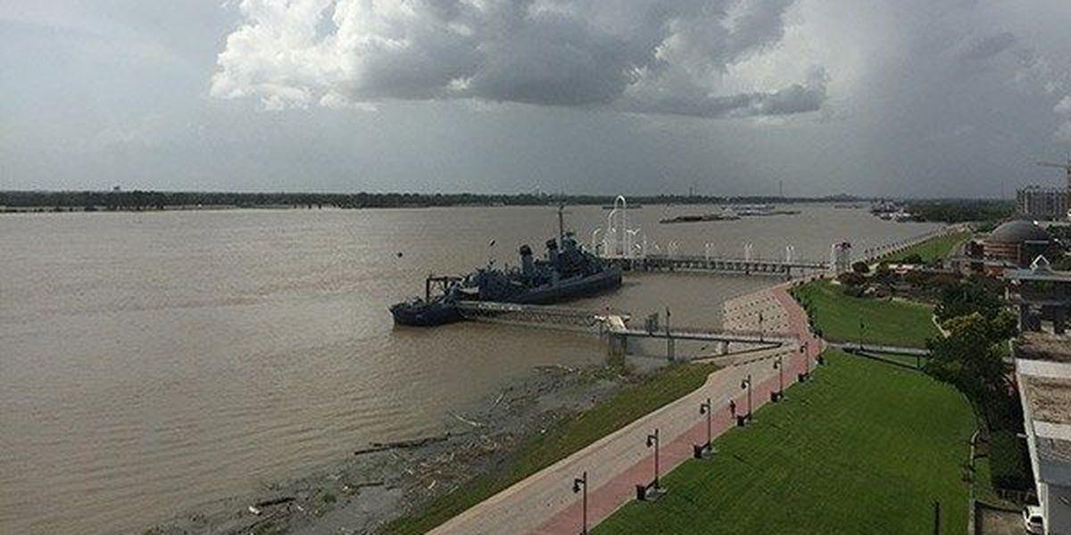 Officials monitor Mississippi River levels
