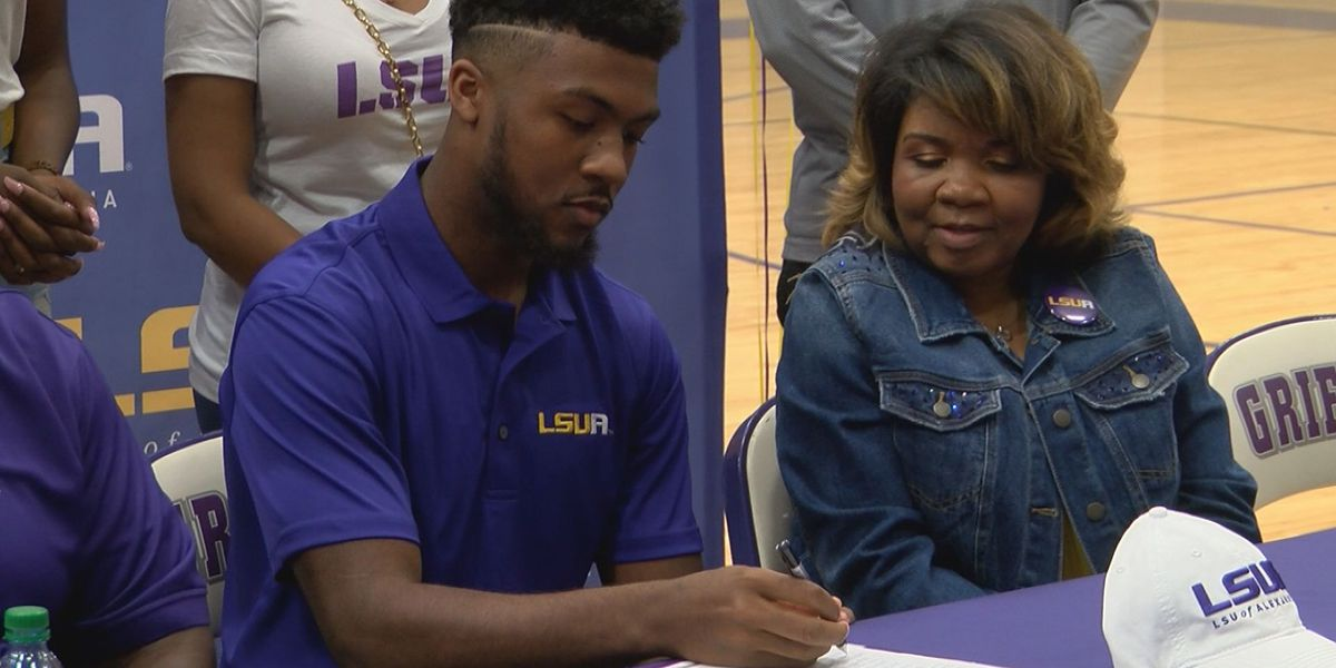 Dutchtown basketball star signs with LSU-A