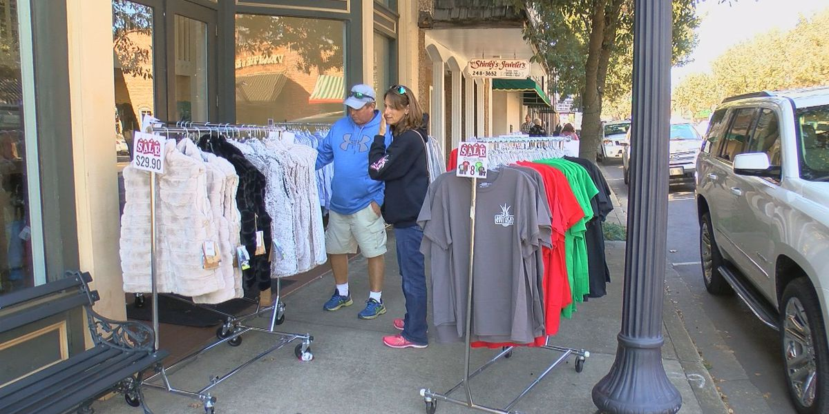 Main Street shops enjoy crowds on Small Business Saturday