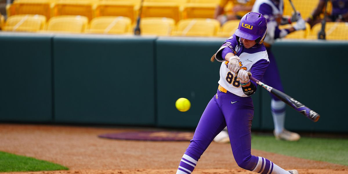 No. 14 LSU evens series against No. 7 Arkansas with 2-1 win