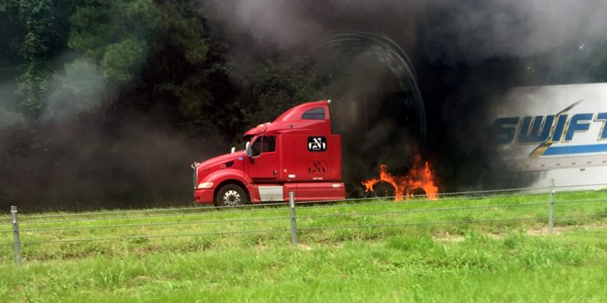 Fire on I-12 slows traffic in Tangipahoa Parish