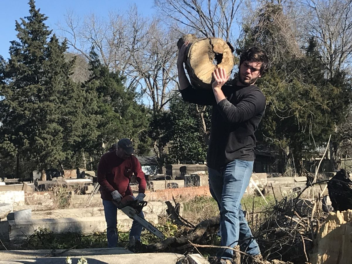 Volunteers spend MLK Day cleaning cemetery