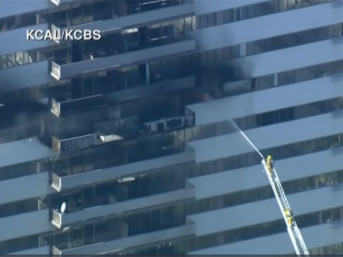 2 critically injured in Los Angeles high-rise apartment fire