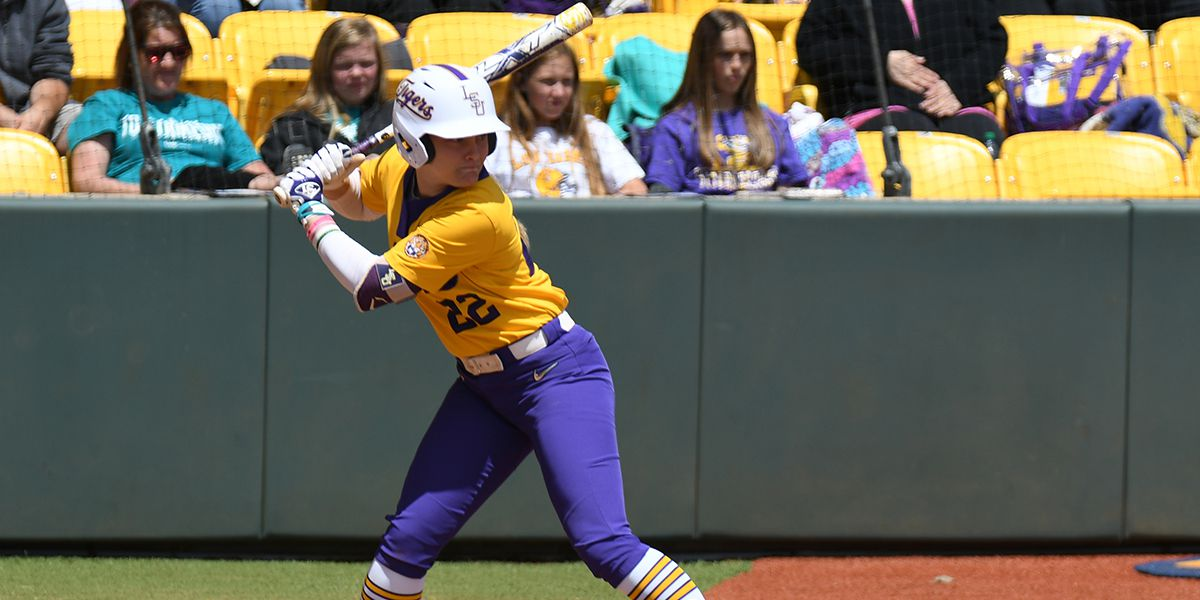 No. 9 LSU softball avoids sweep by No. 19 Arkansas off HR by Amanda Doyle