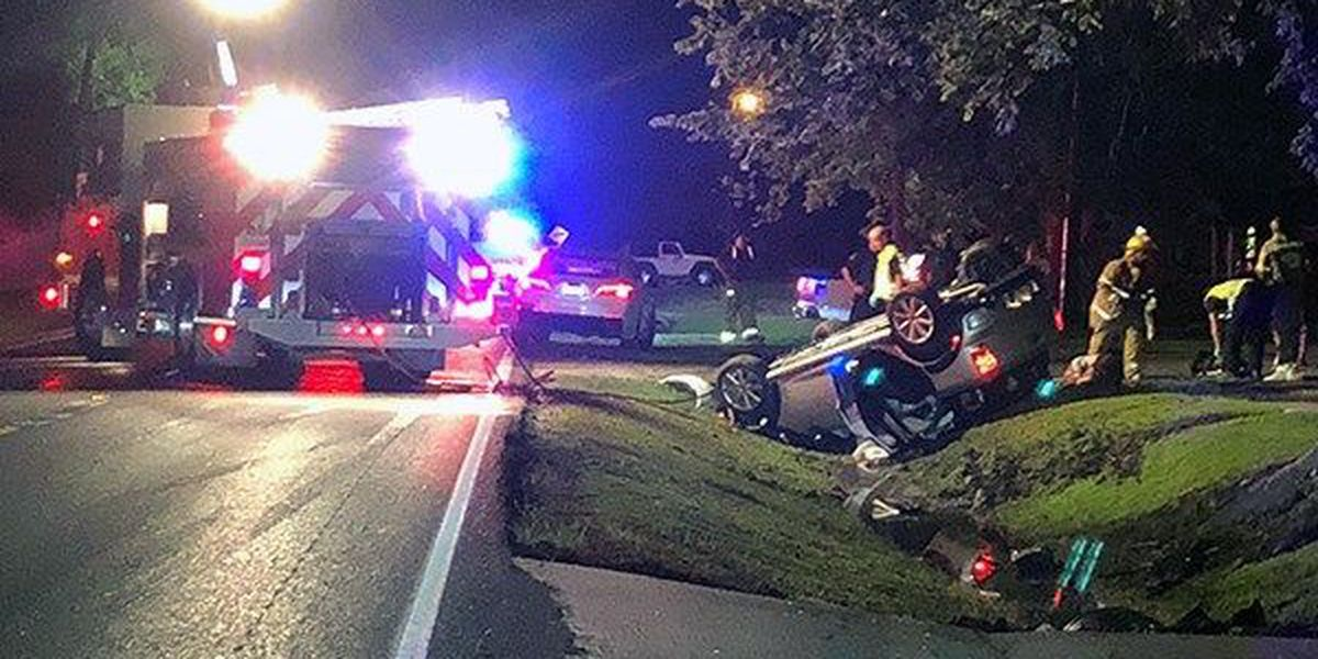 At least 2 pulled from flipped vehicle after wreck in Geismar