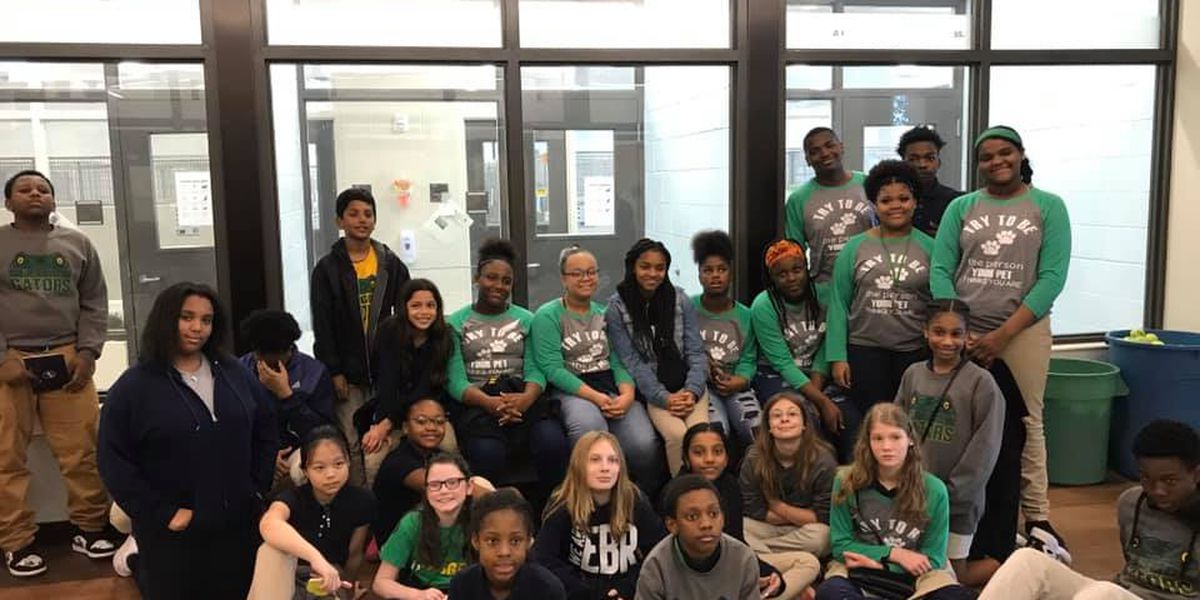 Baton Rouge middle schoolers read to shelter animals