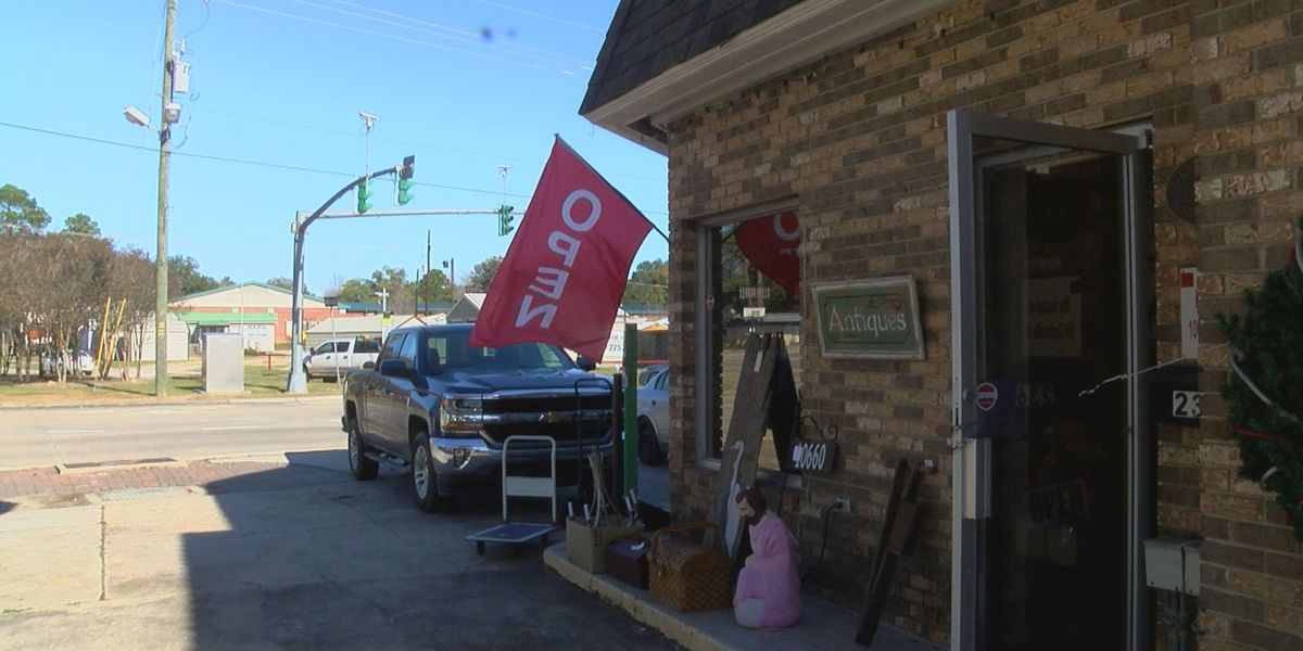 Antique Village sees strong holiday sales, celebrates return since flood