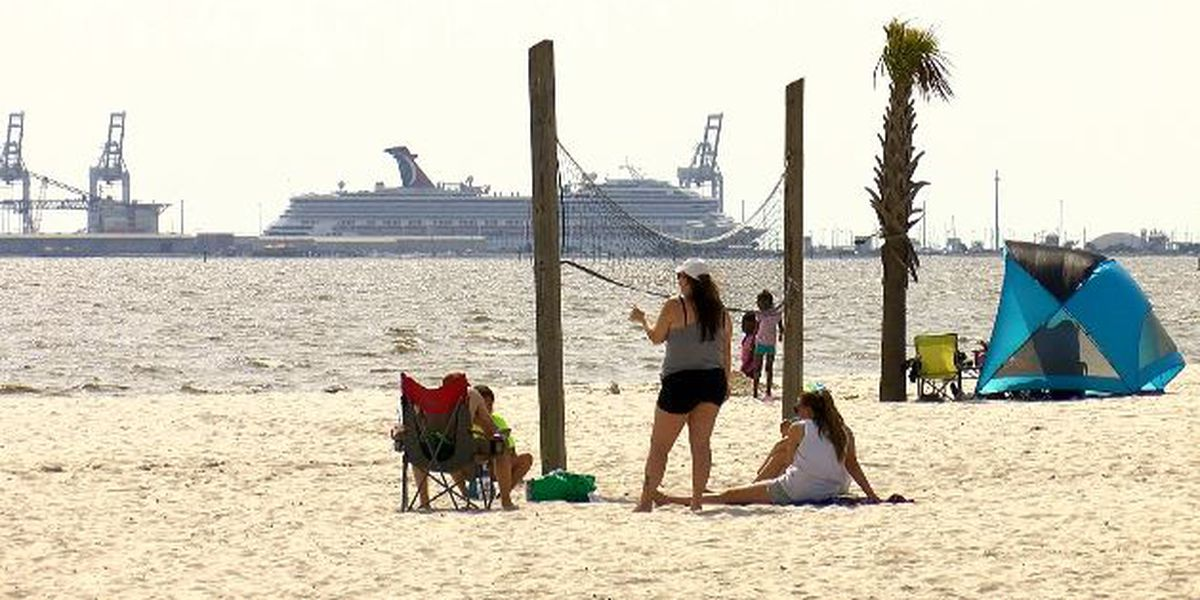 People flock to Mississippi Gulf Coast for Memorial Day