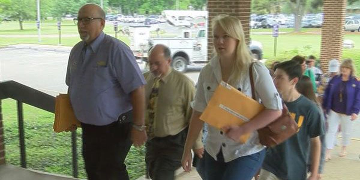 1,500 signatures gathered in support of suspended LSU band director