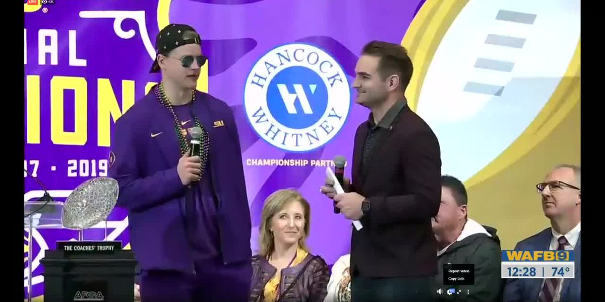Live interview with Joe Burrow at trophy presentation