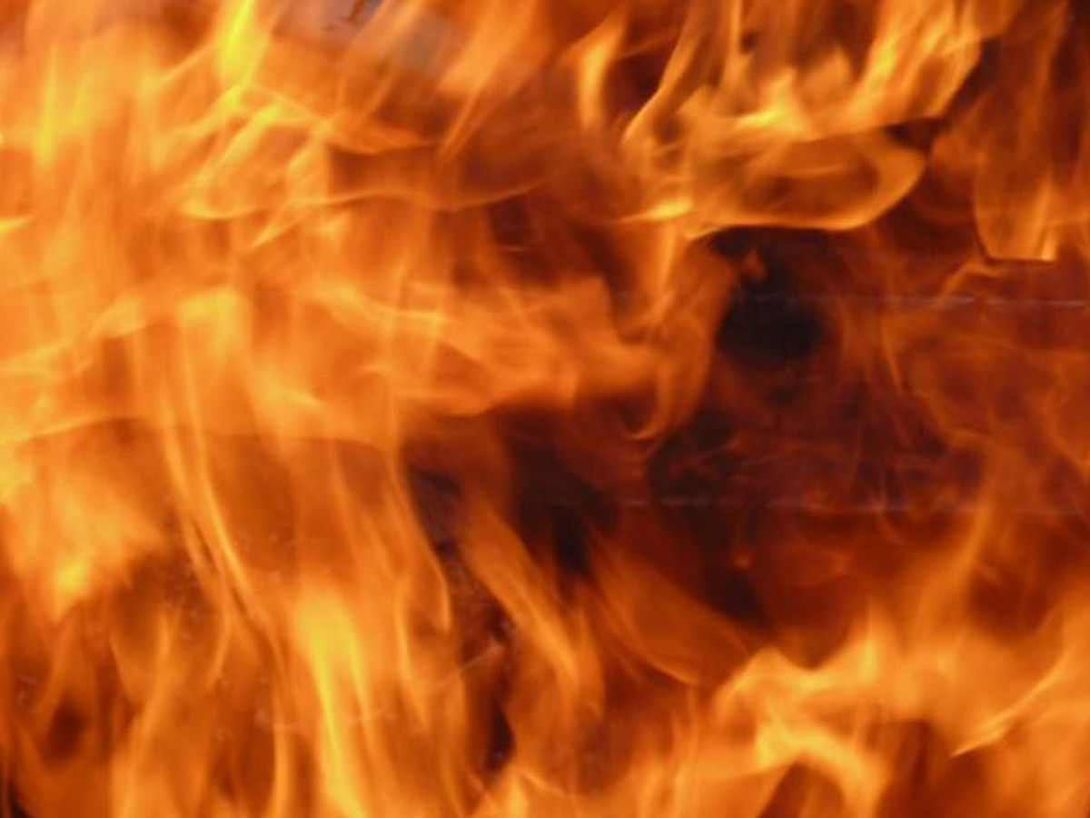 Residents displaced after crews battle early morning fires in Baton Rouge